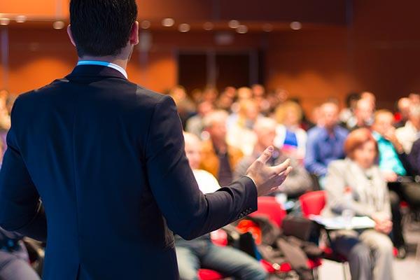 Discours pendant un séminaire d'entreprise