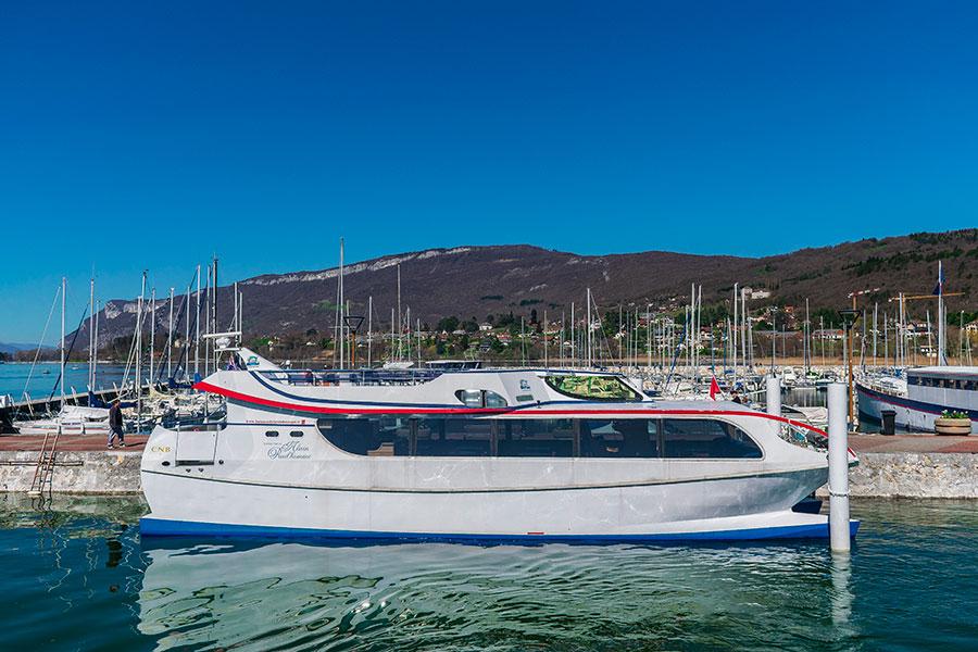 Yacht Alain Prud'Homme à quai
