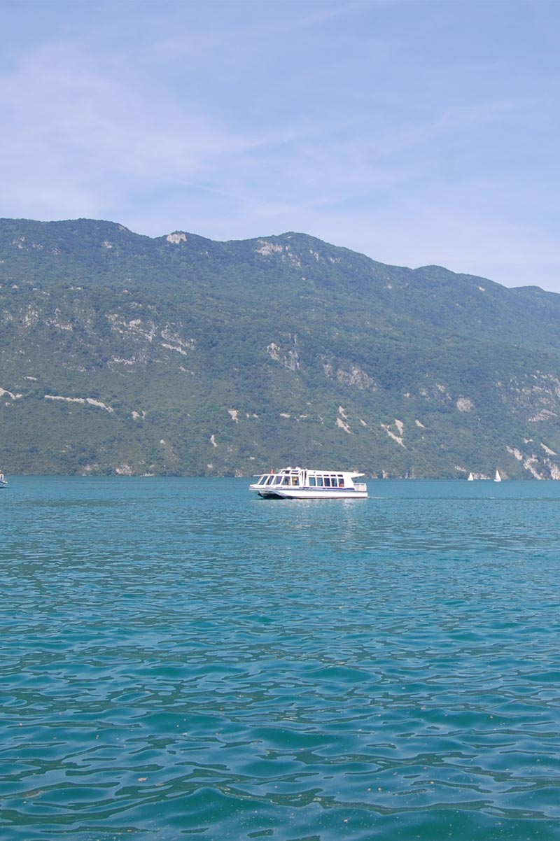 Bateau sur le lac du Bourget