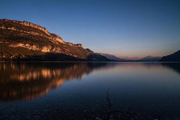 Levée du jour sur le lac d'Aix-les-Bains